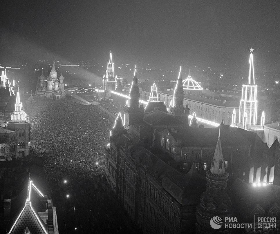 Праздничная иллюминация в день 800-летия Москвы