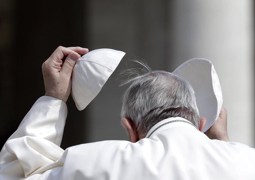 Папа римский Франциск на площади Святого Петра в Ватикане