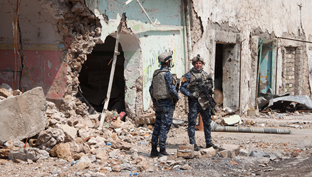 Военнослужащие иракской армии на огневой позиции в Мосуле. Архивное фото