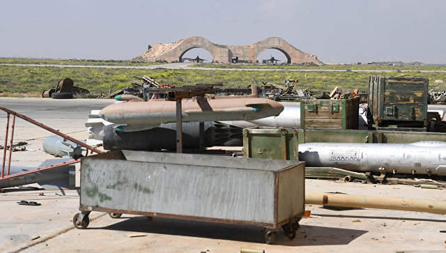 Le conseguenze dell'attacco missilistico degli Stati Uniti su una base aerea in Siria