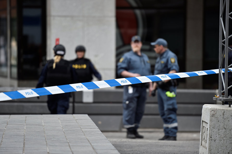 Полицейские в центре Стокгольма, Швеция. 7 апреля 2017