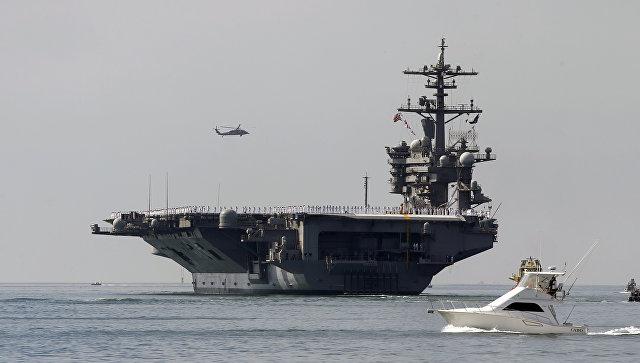 Авианосец ВМС США Карл Винсон выходит из порта Сан-Диего. 22 августа 2014 года. Архивное фото