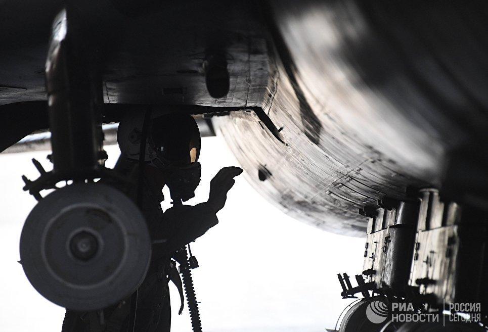 Самолет сирийских военно-воздушных сил на аэродроме Шайрат. 8 апреля 2017