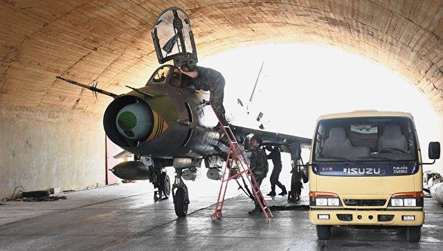 Самолет сирийских военно-воздушных сил на аэродроме Шайрат. Архивное фото