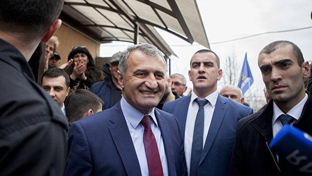 Анатолий Бибилов победил навыборах президента Южной Осетии