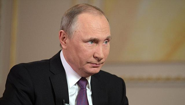 Il presidente russo Vladimir Putin nel corso di un'intervista alla televisione e la radio società interstatale Mir.  11 Aprile 2017