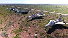 Сирийские самолеты на территории авиабазы Шайрат в Сирии. Архивное фото