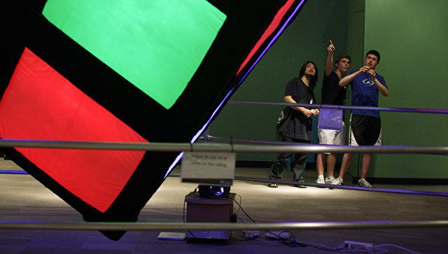 ВСША выпускники построили крупнейший вмире кубик Рубика