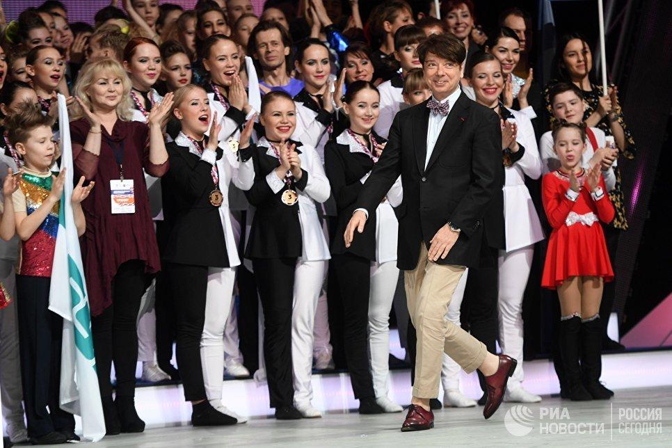 Дизайнер Валентин Юдашкин во время всероссийских соревнований по акробатическому рок-н-роллу Rock'n'Roll &CO. в Москве