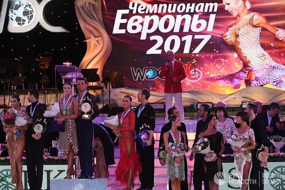 Призеры чемпионата Европы по латиноамериканским танцам на церемонии награждения