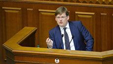 Министр социальной политики Украины Павел Розенко выступает на заседании Верховной рады Украины. Архивное фото