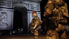 Военнослужащие патрулируют район неподалеку от места перестрелки в Париже
