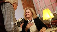 Эллендея Проффер-Тисли во время презентации книги Карла Проффера Без купюр в Еврейском музее и Центре толерантности
