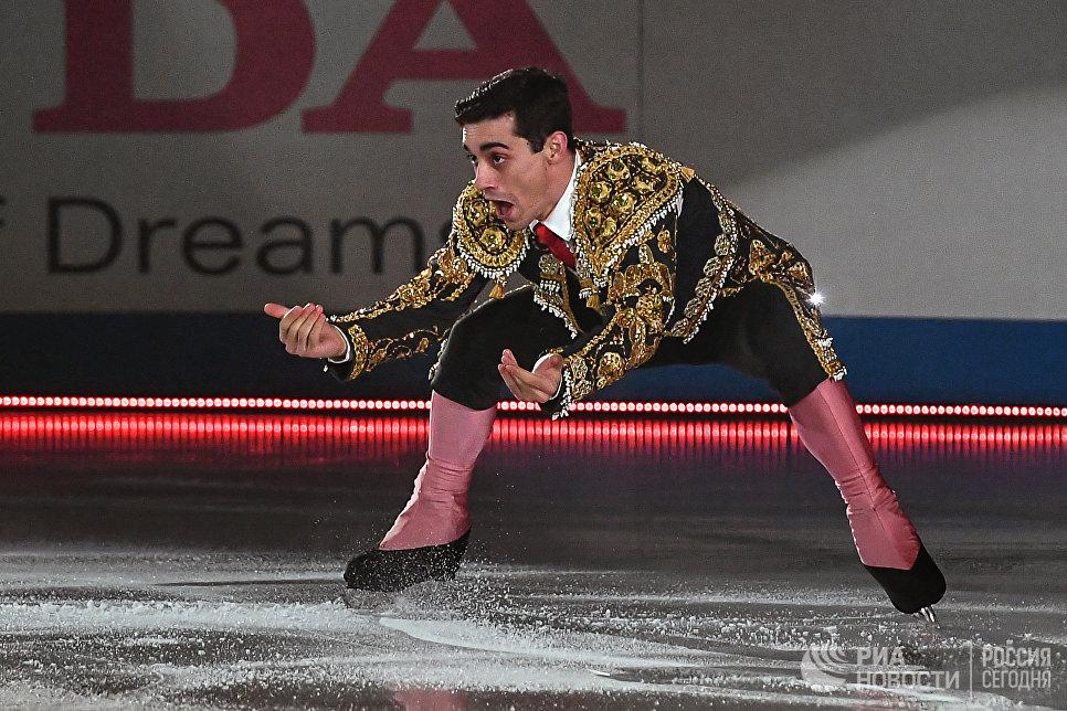 Хавьер Фернандес участвует в показательных выступлениях на командном чемпионате мира по фигурному катанию в Токио