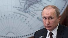 Президент России Владимир Путин на заседании попечительского совета Русского географического общества в Санкт-Петербурге