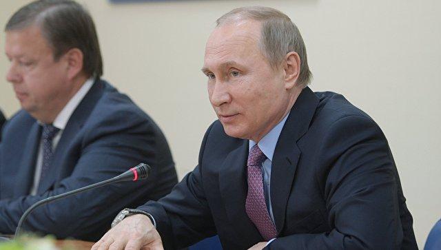 Путин вшутку предложил переселить иностранных послов всело