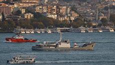 Исследовательское судно Черноморского флота России Лиман в проливе Босфор. Архивное фото