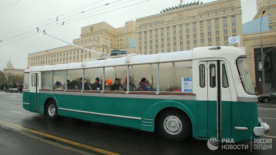 Троллейбус СВАРЗ ТБЭС-ВСХВ во время праздника московского троллейбуса