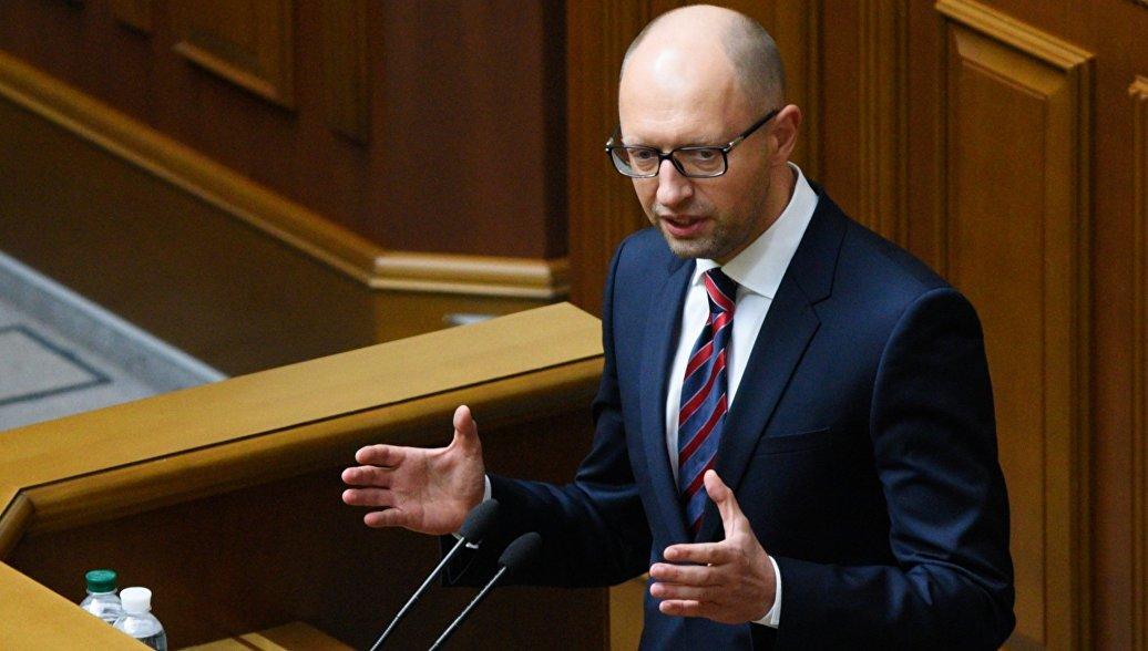 Яценюк потребовал запретить закупать нефтепродукты в России