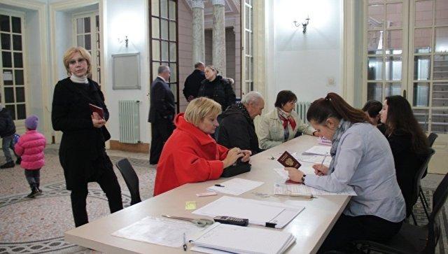 Прежний премьер Италии Маттео Ренци победил навнутрипартийных выборах правящей партии