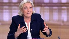 Кандидат в президенты Франции Марин Ле Пен на теледебатах