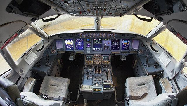 Кабина пассажирского самолета Сухой Суперджет - 100 авиакомпании Аэрофлот. Архивное фото