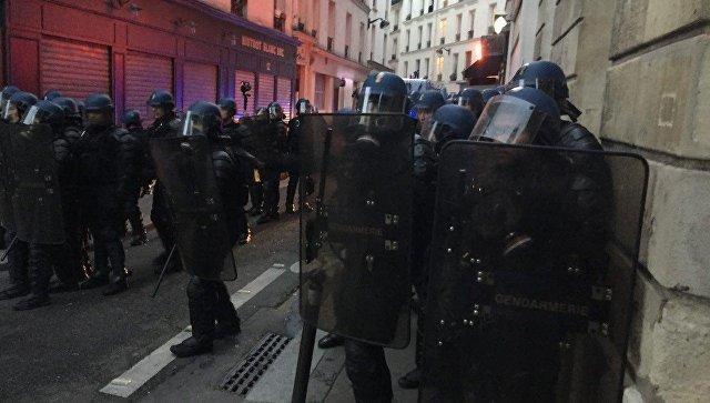 Милиция применила слезоточивый газ против протестующих встолице франции