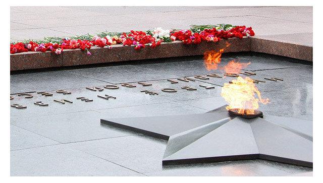 Вечному огню уКремлевской стены исполнилось 50 лет