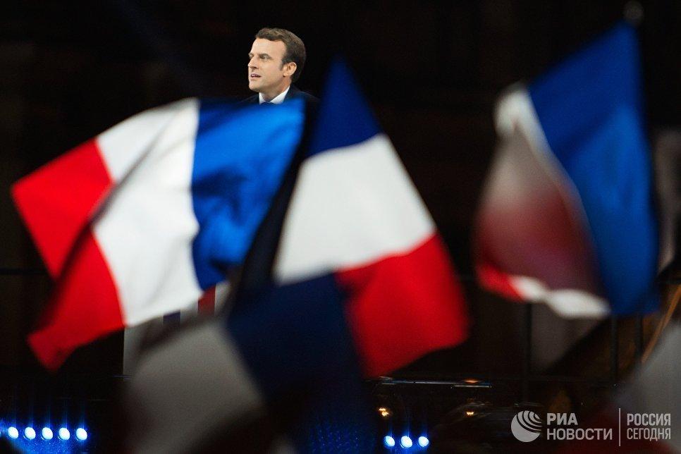 Лидер движения En Marche Эммануель Макрон, победивший на президентских выборах во Франции, во время своей победной речи перед Лувром в Париже