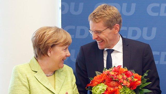 Партия Меркель выигрывает земельные выборы насевере Германии