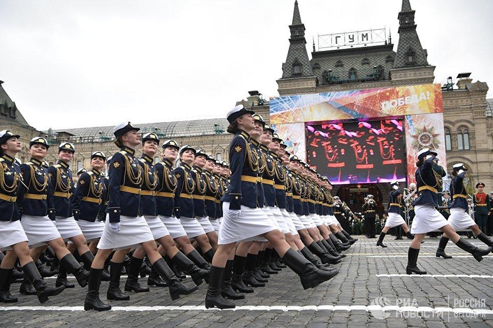 Военнослужащие во время военного парада в Москве, посвящённого 72-й годовщине Победы в Великой Отечественной войне 1941-1945 годов