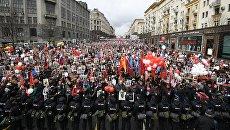 Участники акции Бессмертный полк на Тверской улице в Москве. Архивное фото