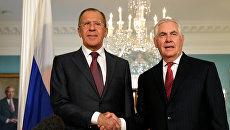 Министр иностранных дел РФ Сергей Лавров и Государственный секретарь США Рекс Тиллерсон во время встречи в Вашингтоне. Архивное фото