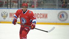 Президент России Владимир Путин во время хоккейного матча в Сочи. Архивное фото