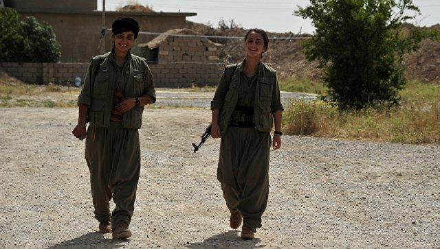 Силы самообороны сирийских курдов вывесили флаги России на границе с Турцией