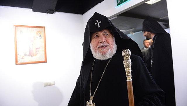Католикос Гарегин II открыл в Москве выставку известных армянских художников