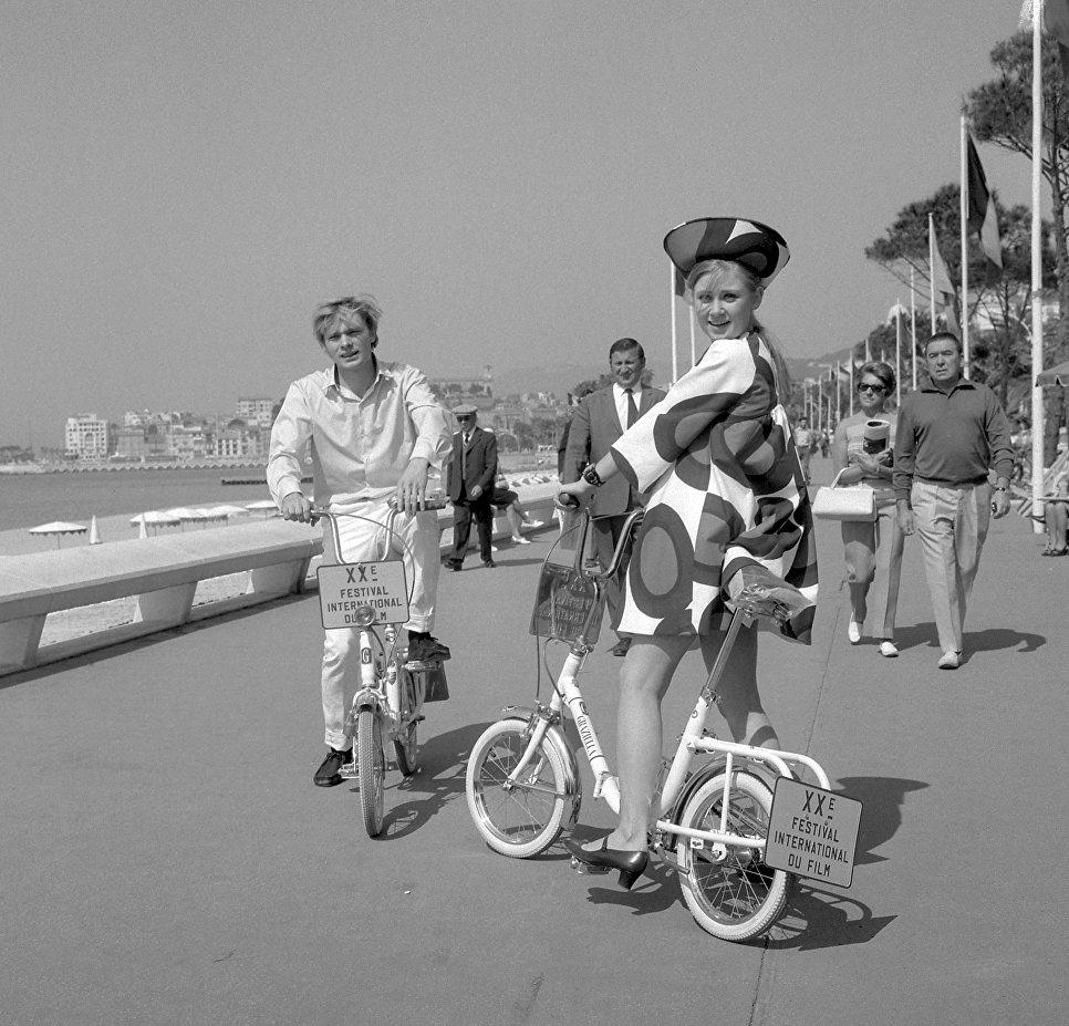 Актер Олег Видов и Гитте Хеннинг на каннском кинофестивале. 2 мая 1967 года