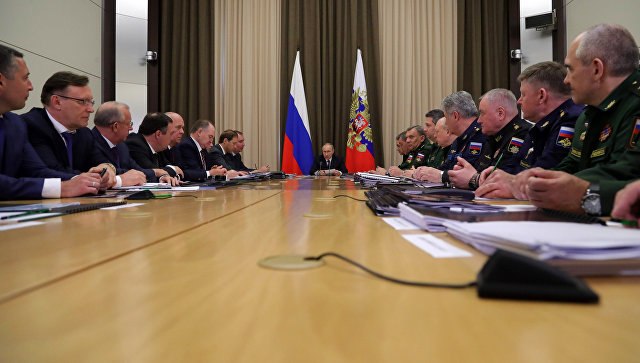 Президент РФ Владимир Путин проводит совещание по гособоронзаказу. Архивное фото