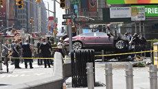 Автомобиль, врезавшийся в толпу пешеходов на Таймс-Сквер в Нью-Йорке
