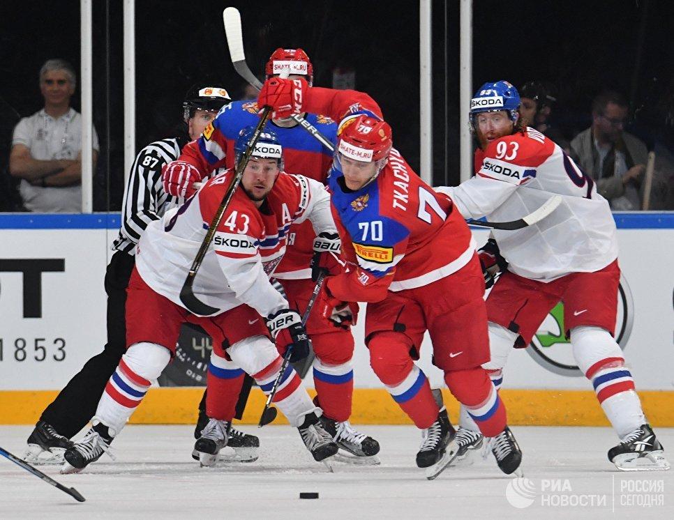 Игровой момент в матче 1/4 финала чемпионата мира по хоккею 2017 между сборными командами России и Чехии