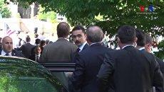 Эрдоган наблюдает за дракой у резиденции посла Турции в США. 17 мая 2017