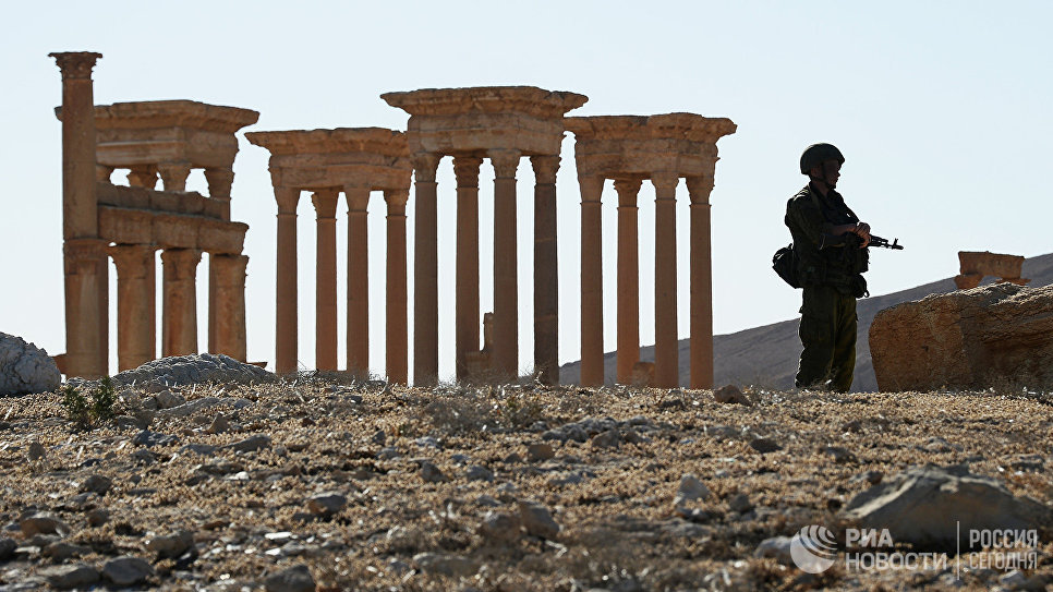 Why is ISIS fleeing from Raqqa toward Palmyra?