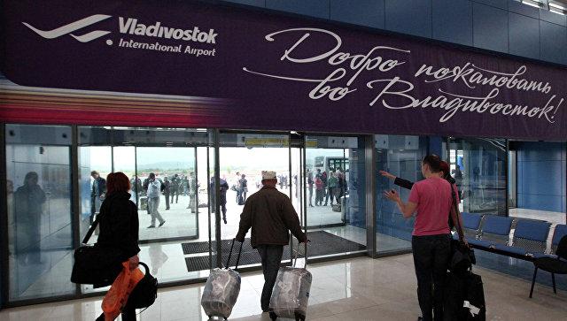 Грузчики аэропорта Владивостока украли шубы избагажа иподарили ихблизким