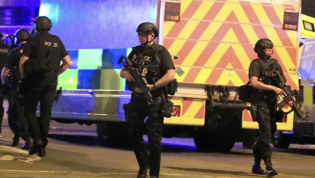 Полиция возле Манчестер-Арены, где прогремели взрывы