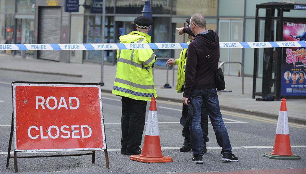 Британия минутой молчания почтит память жертв теракта в Манчестере