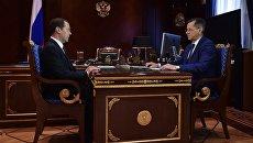 Председатель правительства РФ Дмитрий Медведев и губернатор Астраханской области Александр Жилкин. 23 мая 2017