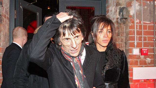 Гитаристу Rolling Stones сделали операцию на легком