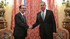 Министр иностранных дел РФ Сергей Лавров и министр иностранных дел Филиппин Алан Питер Кайетано во время встречи в Москве. 25 мая 2017