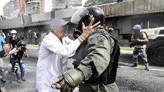 Врачи вышли на уличные протесты в Каракасе, Венесуэла