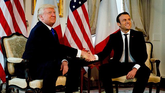 Президент США Дональд Трамп и президент Франции Эммануэль Макрон в Брюсселе Бельгия